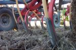 Knife-point benefits vary when alleviating compaction