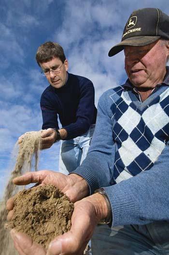 DDPIRD Senior research officer David Hall with Esperance, WA, grower Ross Whittal.